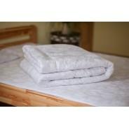 Стеганое одеяло из овечьей шерсти, плотность стандарт, чехол из сатина, белое, размер 200*220